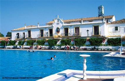 Hotel club pueblo andaluz 3 san pedro de alcantara for Hotel pueblo andaluz
