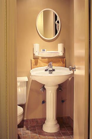Hotel auberge le jardin d 39 antoine 3 montral for Chambre avec bain tourbillon montreal