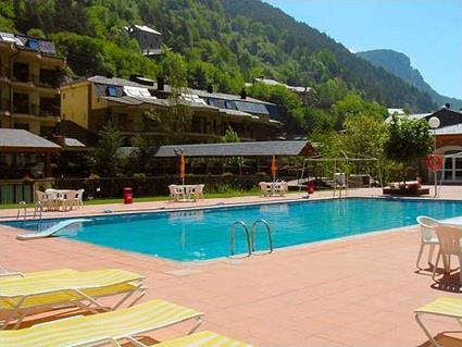 Hotel saint gothard 4 andorre erts arinsal for Piscine andorre
