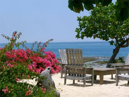 Hotel white grass ocean resort 3 les de tanna for Combien mesure un terrain de tennis