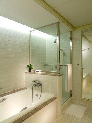 Hotel istana 5 kuala lumpur malaisie magiclub for Disposition salle de bain