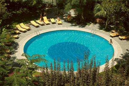 Hotel tivoli jardim 4 lisbonne portugal for Piscine lisbonne