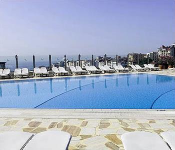 Hotel the marmara 5 istanbul turquie magiclub voyages - Piscine istanbul ...