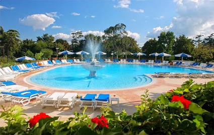 Hotel swissotel 5 istanbul turquie magiclub voyages - Piscine istanbul ...