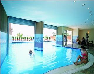 Hotel polat beach resort 4 kusadasi turquie for Piscine avec solarium