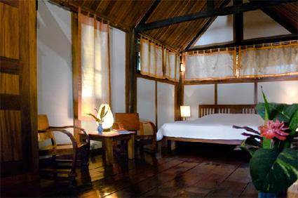 Hotel villa maydou 4 luang prabang laos for Maison traditionnelle laos