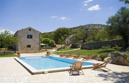Croatie location de vacances 5 drnis trbounje for Toboggan piscine privee