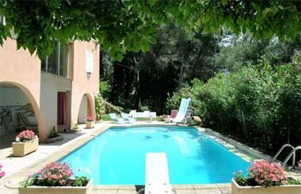France location de vacances 4 aix en provence for Restaurant avec piscine aix en provence