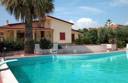 Italie location de vacances 4 capo vaticano for Location maison piscine italie